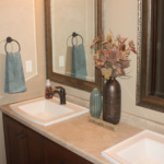 Full Bathroom (The Silvercrest)